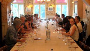Ein aufregender Tag geht zu Ende: Gemeinsames Feiern und Netzwerken nach der Preisverleihung in Brüssel ( von rechts nach links ....Namen der Anweseden)