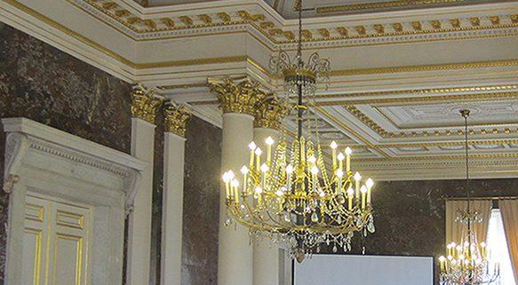 Gleich geht es los! Vor beindruckender Kulisse im Palais des Académies, Brüssel
